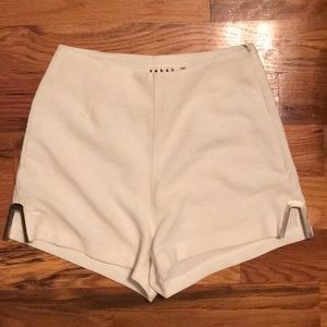 Pants - Cute white shorts with side detail